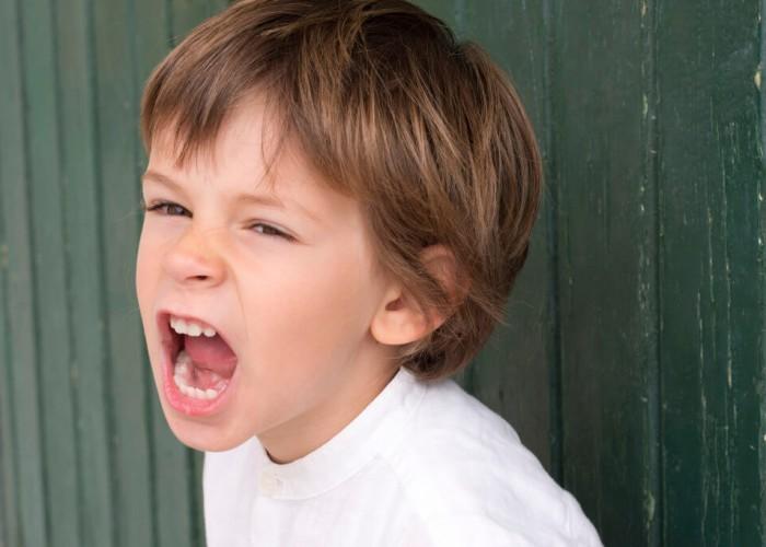 agresif çocuk, agresif çocuk ile başetme, agresif çocuğa nasıl yaklaşılmalı