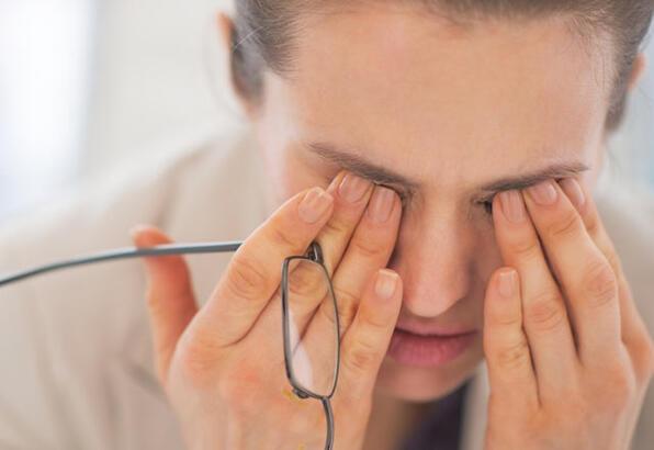 yaşlı görünmeyen göz, gözler neden yorgun görünür, yaşlı görünmeme ipuçları
