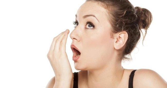 nefes kokusu nedenleri, nefes kokusu nasıl geçer, nefes kokusunu geçirme yöntemleri